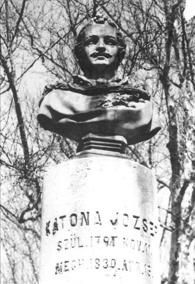 Katona József szobor